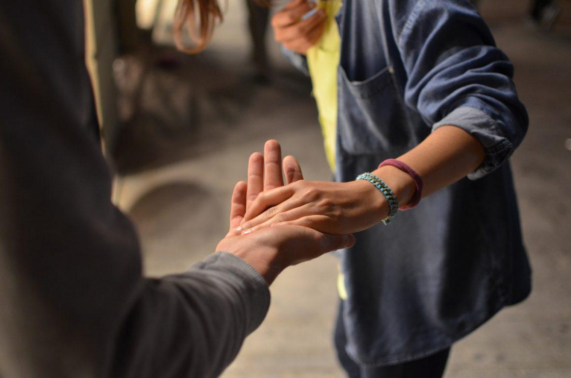 Aider les autres – Liste de 23 choses à faire quand on se sent SEUL