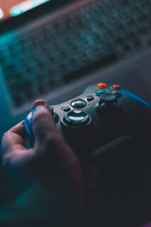 Jouer à des jeux vidéo – Liste de 23 choses à faire quand on se sent SEUL