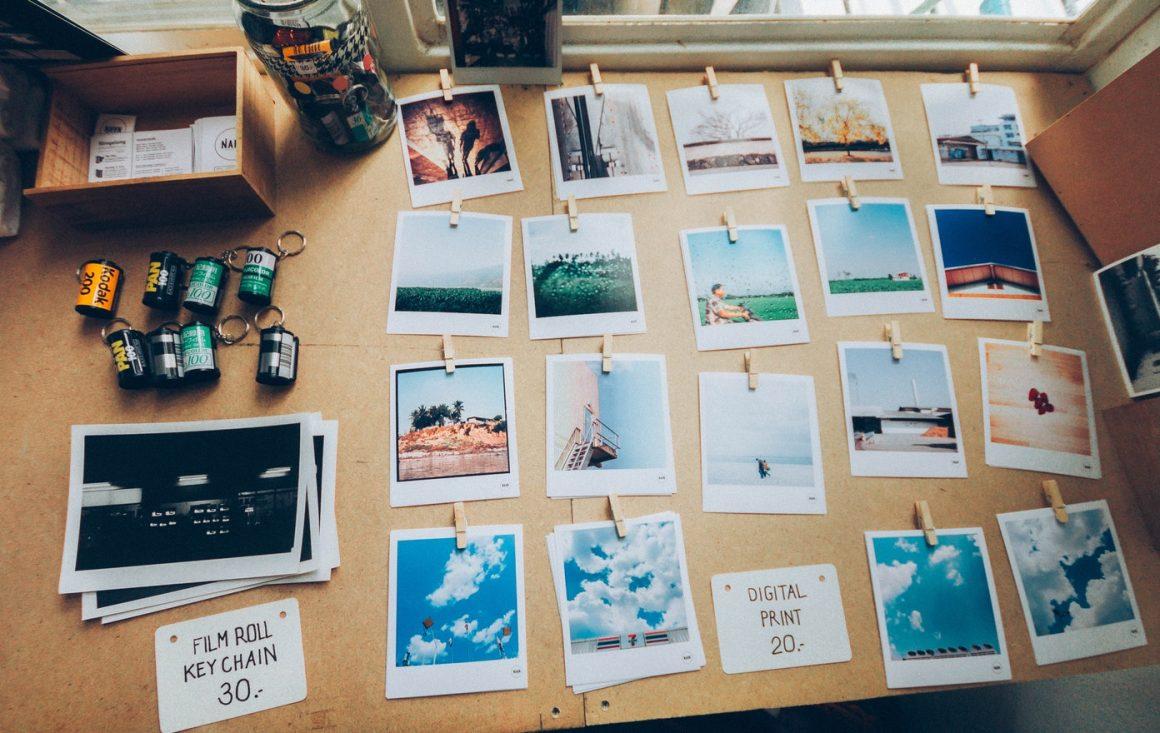 Regardez vos photos ou organisez-les – Liste de 23 choses à faire quand on se sent SEUL