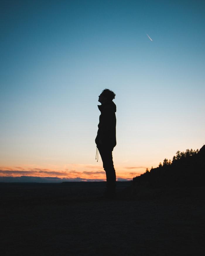 Trouvez la raison pour laquelle vous vous sentez seul – Liste de 23 choses à faire quand on se sent SEUL
