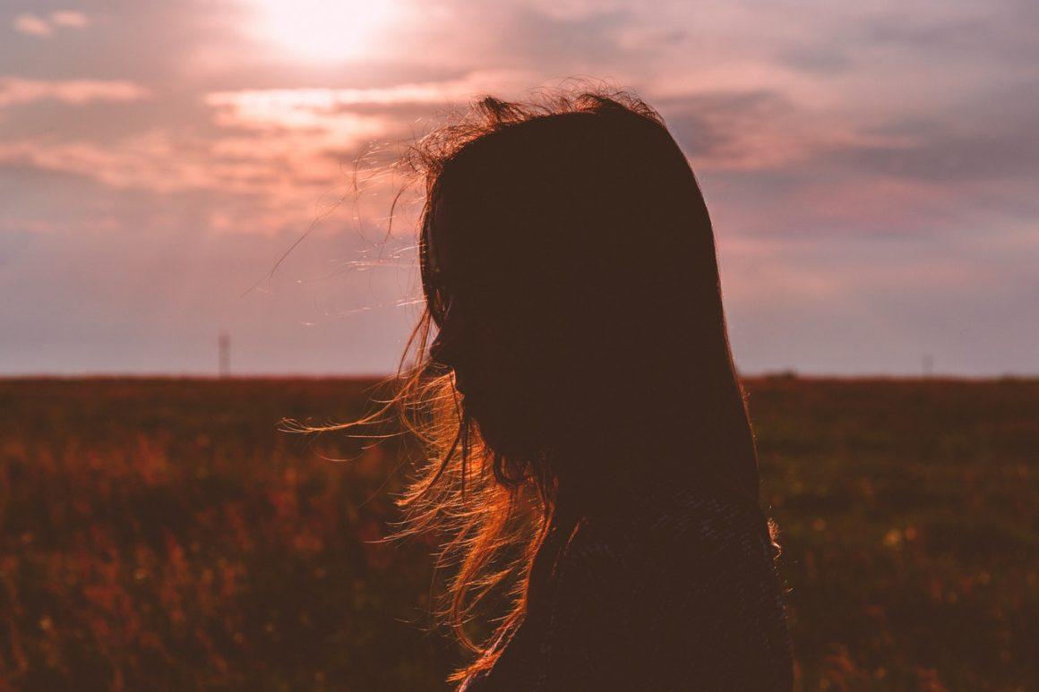 Étape 7 : Acceptez vos émotions sans les juger – Comment être soi-même : Liste de 15 (vrais) conseils