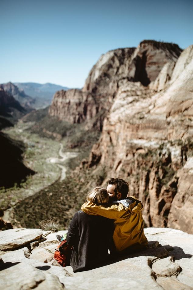 Pourquoi tombe-t-on amoureux ? – raisons sociales expliquant pourquoi nous tombons amoureux